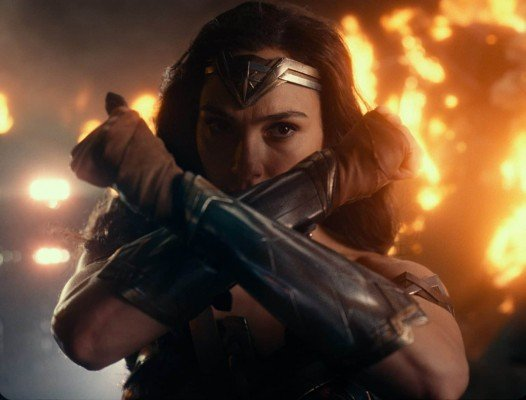 """Copyright: © 2017 WARNER BROS. ENTERTAINMENT INC. AND RATPAC-DUNE ENTERTAINMENT LLC  Photo Credit: Courtesy of Warner Bros. Pictures/ TM & © DC Comics  Caption: GAL GADOT as Wonder Woman in Warner Bros. Pictures' action adventure """"JUSTICE LEAGUE,"""" a Warner Bros. Pictures release."""